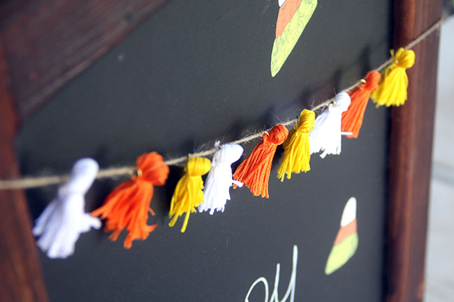 Close-Up_Candy-Corn-Garland3