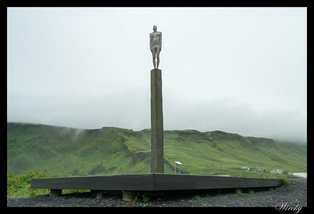 Monumento Voyage desde Vík