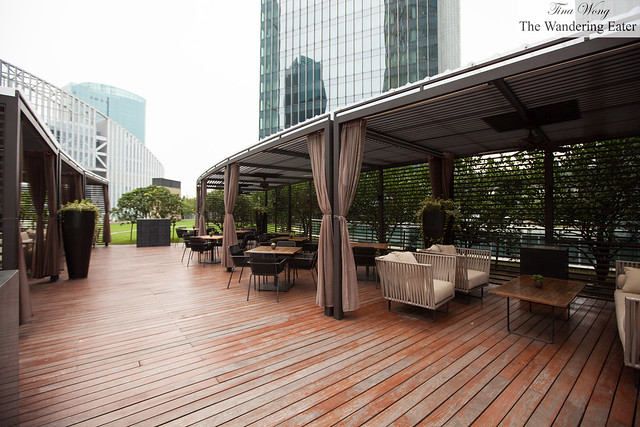 Qi Bar - Outdoor courtyard