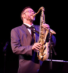 bassist(0.0), string instrument(0.0), guitarist(0.0), bass guitar(0.0), singing(0.0), saxophone(1.0), musical instrument(1.0), music(1.0), jazz(1.0), entertainment(1.0), saxophonist(1.0), performance(1.0),