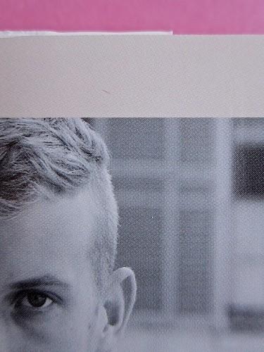 Édouard Louis, Il caso Eddy Bellegueule. Bompiani 2014. Progetto grafico: Polystudio; Imm. alla cop.: ©Hans Neleman/Corbis; fotog. dell'autore: John Foley/Seuil. Quarta di sovracop. (part.), 3