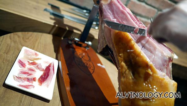 The proper way of carving jamon