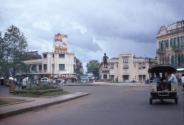 SAIGON 1966-67 - Công trường Phan Đình Phùng - Bưu điện Cholon. - Photo by R Mahoney