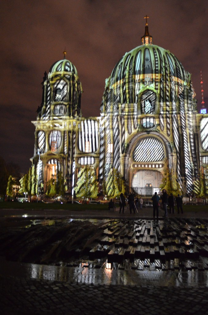 10th Berlin Festival of Lights _Berliner Dom cathedral geometric illumination reflection on fountain