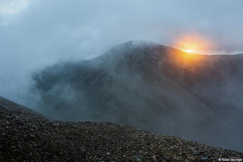 sunrise mountains fog clouds morning rocks peaks alpine tundra mountdemocrat mountbross fourteeners rockymountains colorado canonrebelt4i unitedstates america