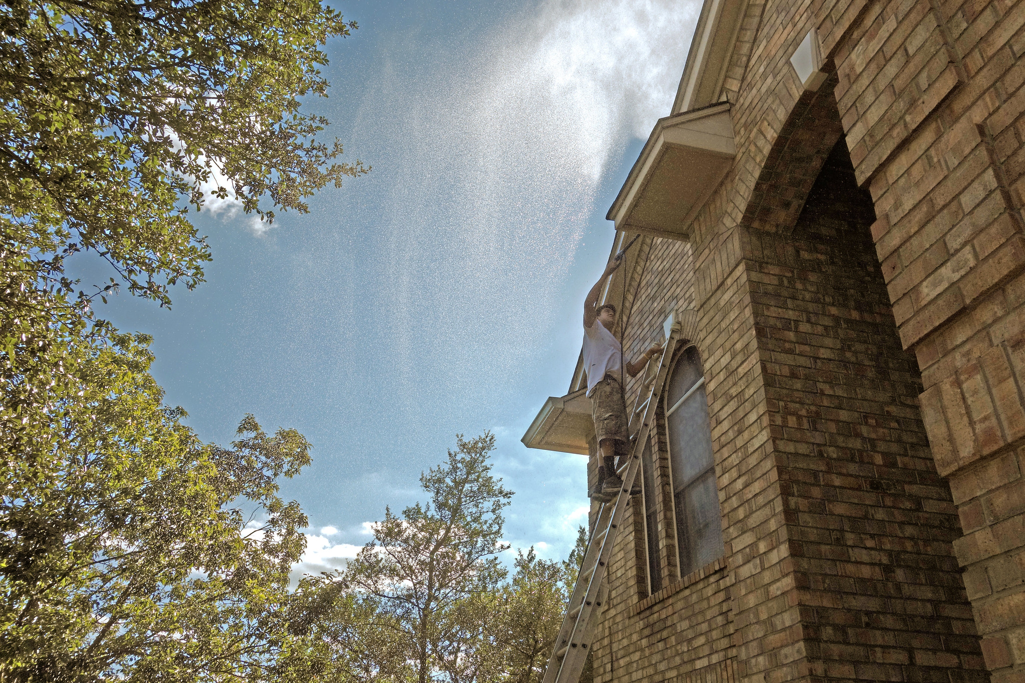 how to clean exterior of house