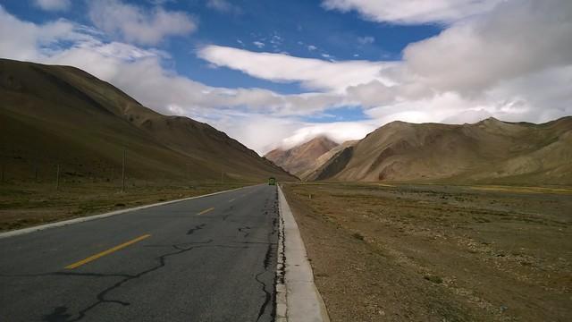 Lalung La Pass towards Nyalam