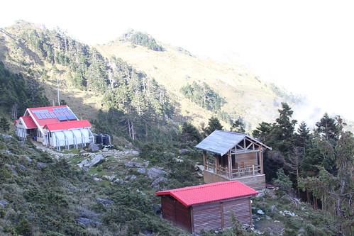 嘉明湖避難山屋是離嘉明湖最近的山屋,