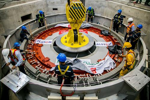 Descenso del Rotor del Generador de la Segunda Unidad del Proyecto Hidroeléctrico Manduriacu