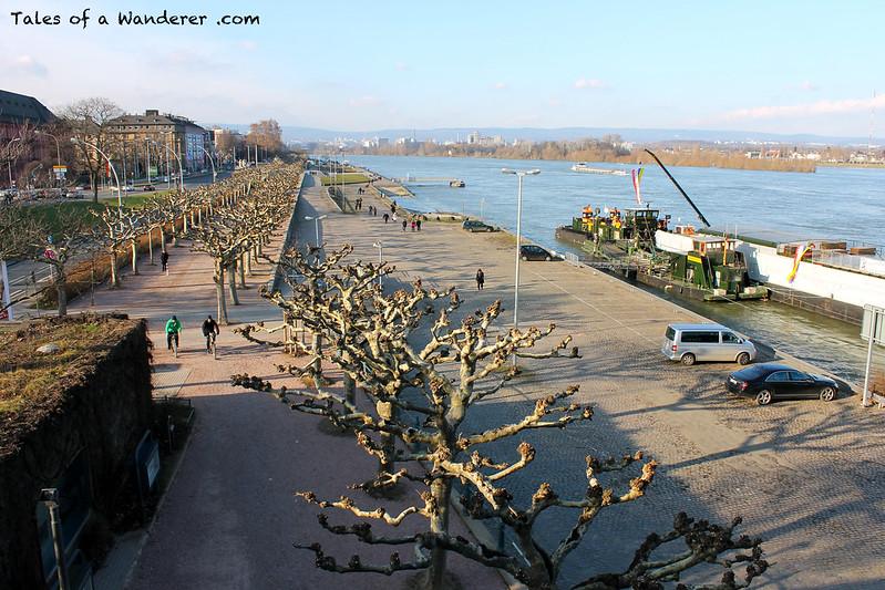 MAINZ - Adenauer-Ufer / Der Rhein