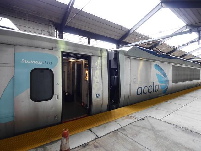 土, 2014-10-04 11:31 - Boston Back Bay駅のAcela