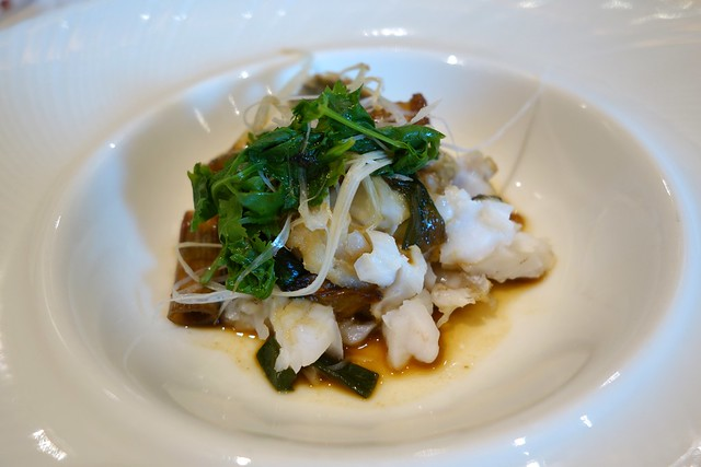 Stewed Live Marble Goby with Whole Garlic in Oyster Sauce - Royal Pavilion