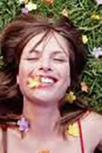 Imagen de chica feliz llena de energía positiva