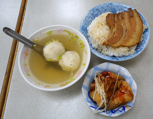 焢肉飯 Pork Belly Rice,魚丸湯 Fishball Soup & 油豆腐 Pork Lard Tofu @ 珠記大橋頭油飯 Zhu Ji Da Qiao Tou You Fan, Taipei, Taiwan