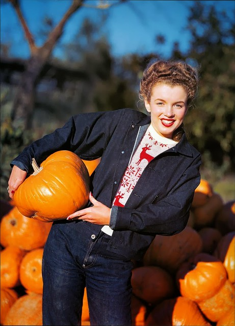 Young Marilyn Monroe Hanging Out in the Pumpkin Patch, 1945 (3)