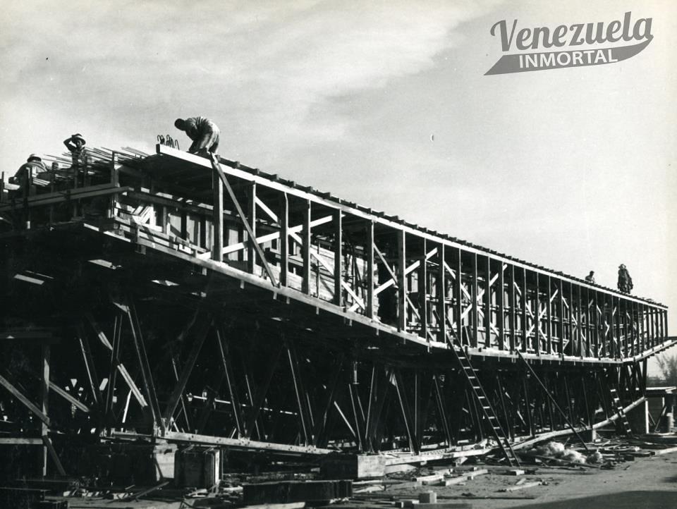 construccion puente sobre el lago94