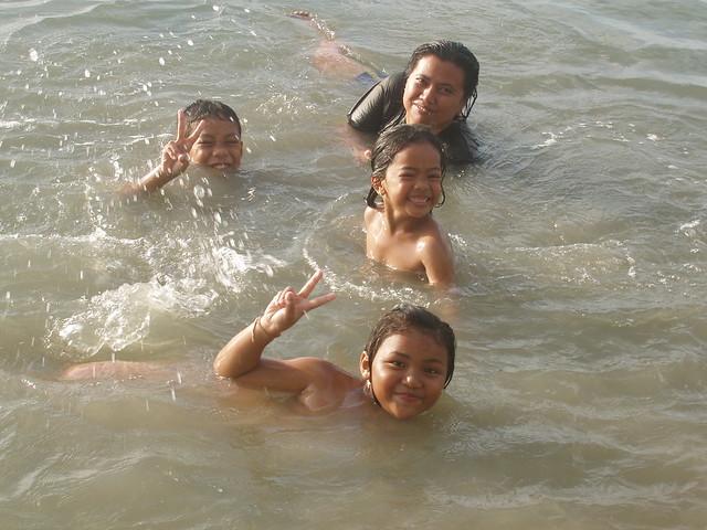 201403240080-kids-swimming