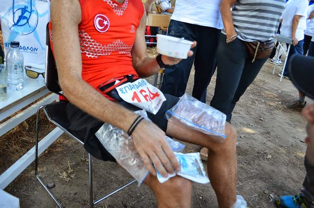 Icing the quads while eating rice. Photo: Alessia/Suna