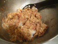 里芋の残りを加え、ざっくりと混ぜ合わせます