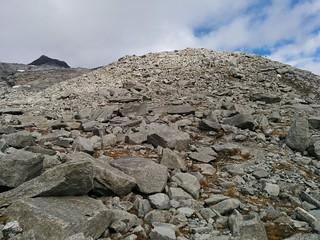 Aufstieg Hoher Weißzint über Steine und Blockwerk