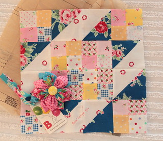 Sew Sweet Bee Block- Renee