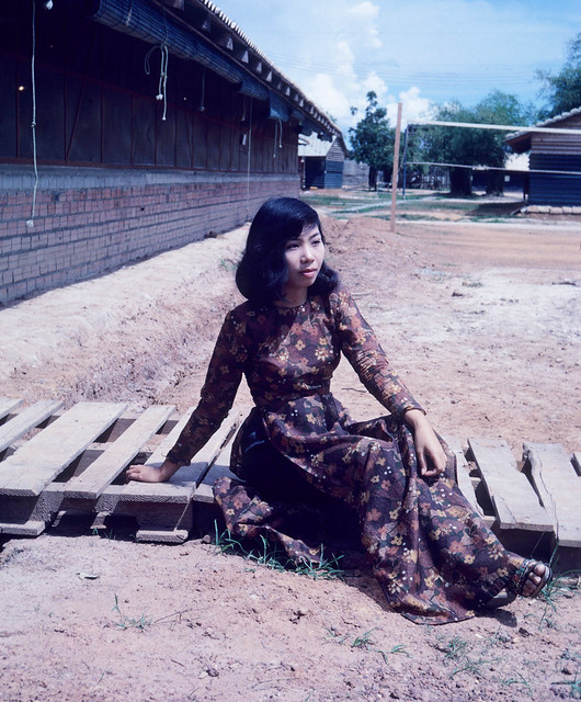 Dĩ An - BIÊN HÒA 1969 - Vietnamese lady in Ao Dai - Photo by Dr. William Bolhofer