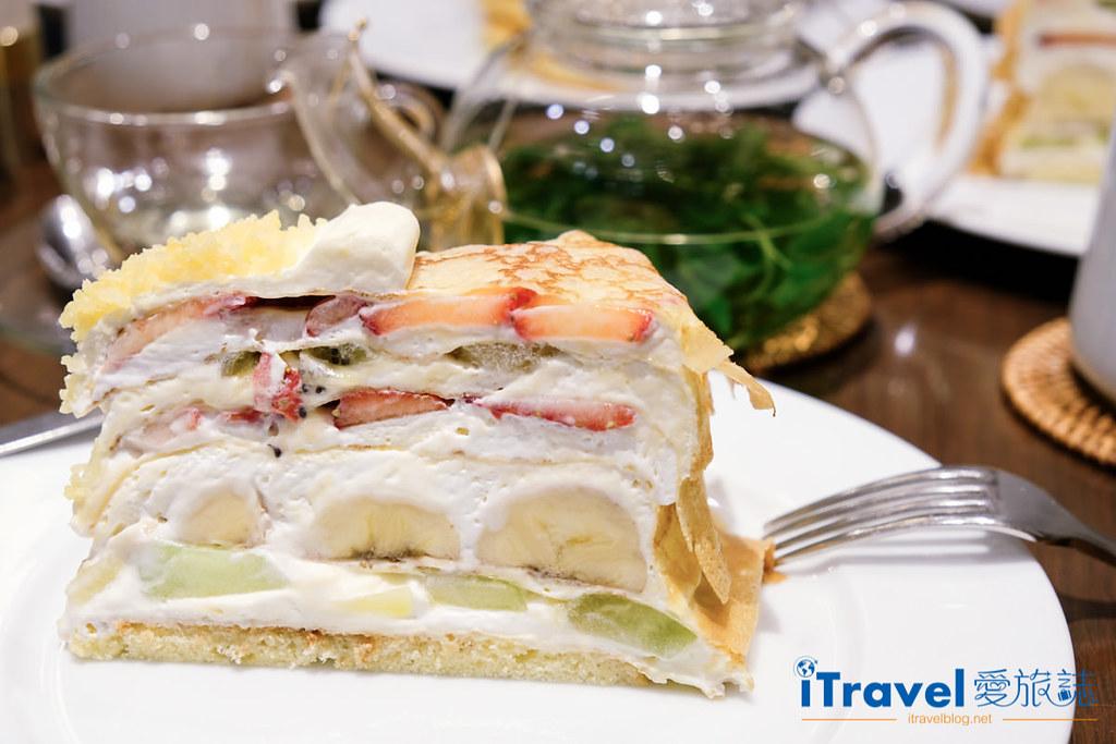 《东京下午茶推荐》HARBS水果千层蛋糕佐热呼呼果茶,鲜而不腻滋味让人再三回味。