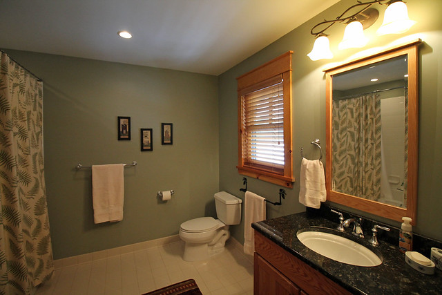 Master bathroom-granite counter top, jetted tub;