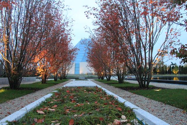 Fall Season arrives at Aga Khan Museum & Ismaili Centre - Park