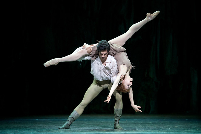 Federico Bonelli as Des Grieux and Marianela Nuñez as Manon in Manon ©ROH 2014. Photo by Alice Pennefather
