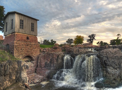 park sunset sky house building brick nature water stone clouds southdakota river evening nikon midwest cloudy historic waterfalls turbine hdr siouxfalls fallspark queenbeemill bigsiouxriver p510