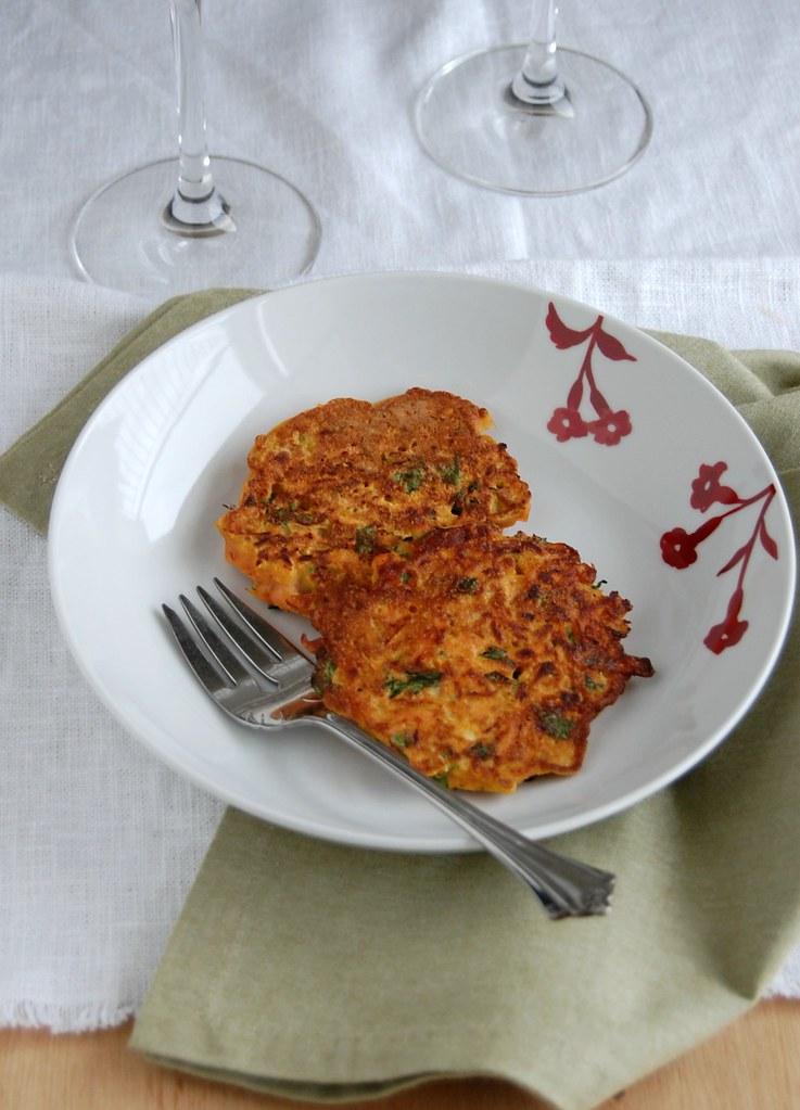 Carrot pancakes (with chickpea flour) / Bolinhos de cenoura (com farinha de grão de bico)