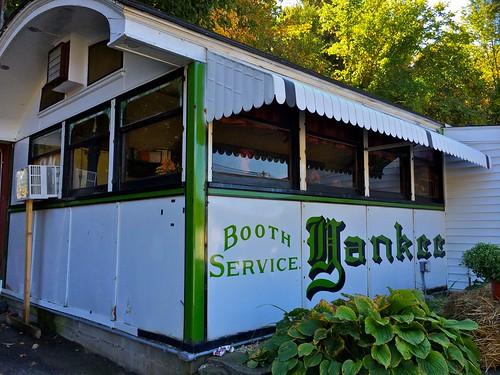 J&E's Yankee Diner Charlton MA side 2