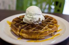 ice-cube-cafe_waffle-with-ice-cream