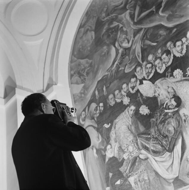 Cuadro del entierro del Señor de Orgaz en los años 50. Fotografía de Francesc Catalá Roca © Arxiu Fotogràfic de l'Arxiu Històric del Col·legi d'Arquitectes de Catalunya. Signatura B_5705_469