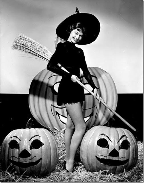 Classic Hollywood actress Cyd Charisse, vintage Halloween pin-up girl photo[4]
