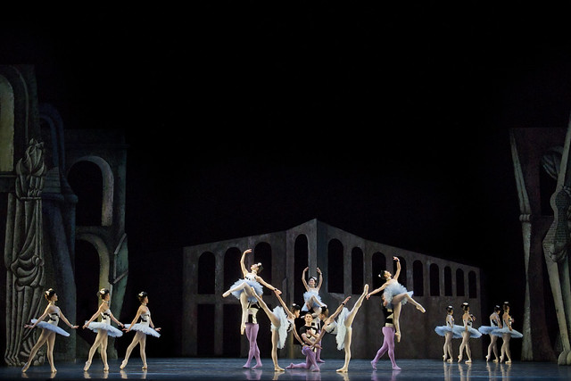 Artists of The Royal Ballet in Scènes de ballet, The Royal Ballet © ROH/Johan Persson, 2011