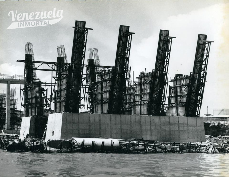 construccion puente sobre el lago92