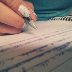 Momento inspirado, quando os exercícios de escrita rendem e aqueles rascunhos antigos finalmente ganham forma. #100happydays #day61
