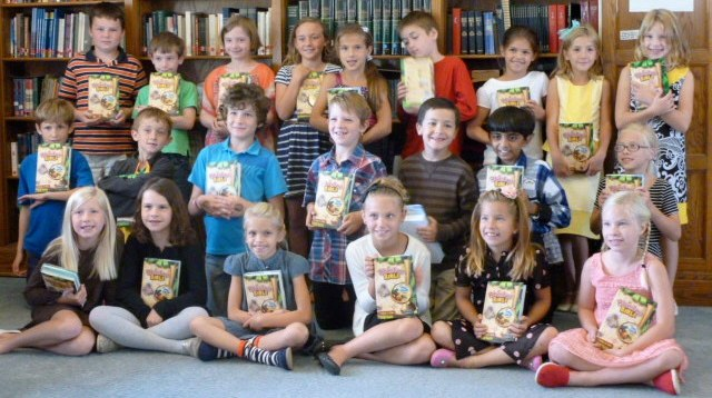 3rd graders with their new Bibles