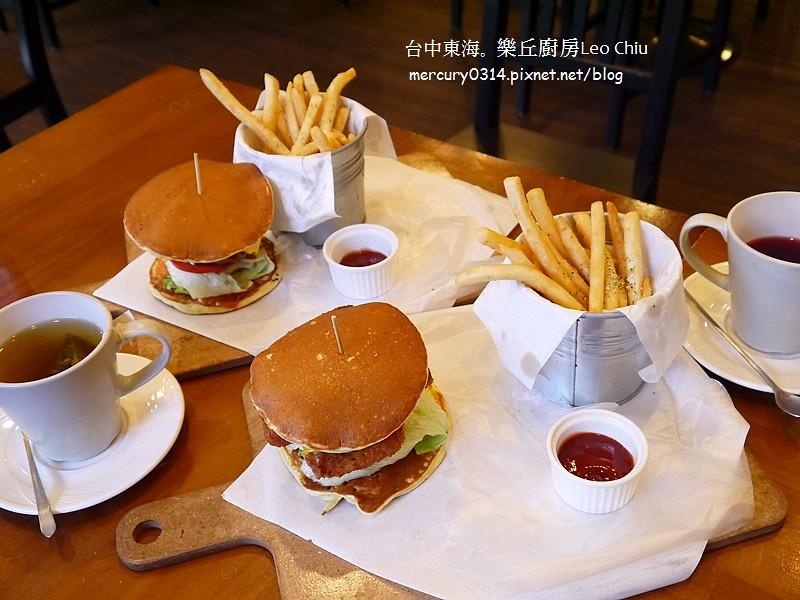 15555581075 7334d856cb b - 熱血採訪。台中龍井東海夜市【樂丘廚房】好評二訪,漢堡鬆餅義大利麵好吃!