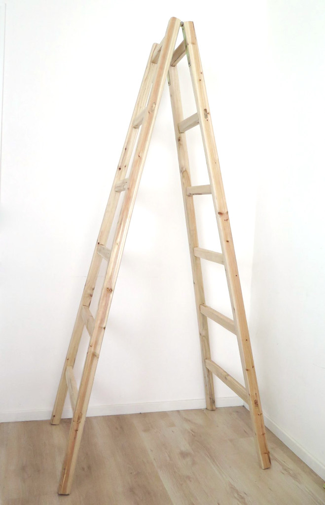 Make a set of simple ladder shelves www.apairandasparediy.com