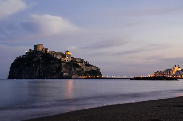 Castello Aragonese dalla Spiaggia della Mandra
