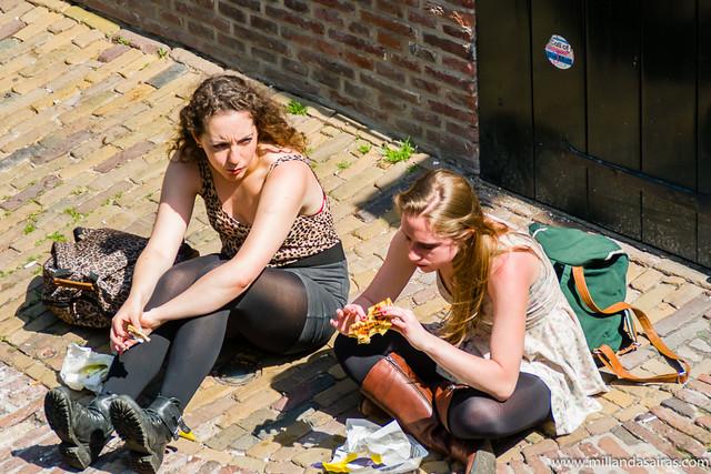 Comiendo a orillas del Oudegracht
