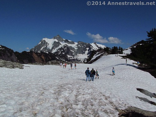 Adventurers on Artist Ridge, Mount Baker-Snoqualmie National Forest, Washington