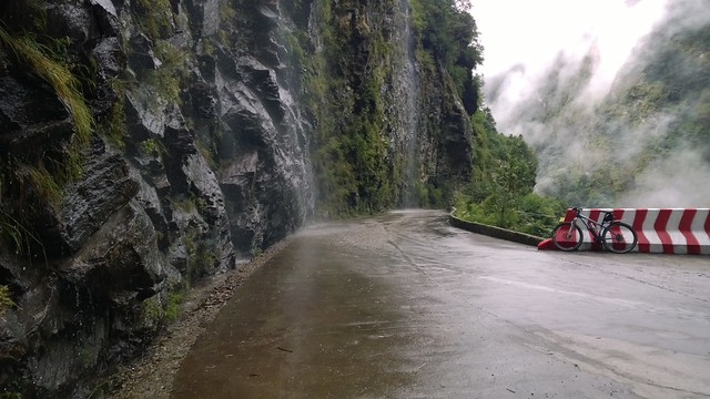 Natural car wash, Nyalam to Zhangmu