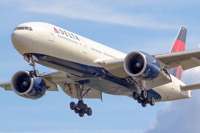 Boeing 777-232LR Delta Airlines N704DK (LHR)