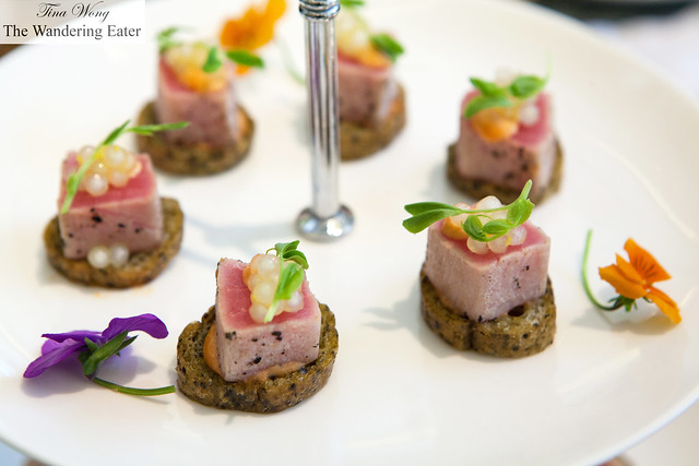 Seared tuna crostini