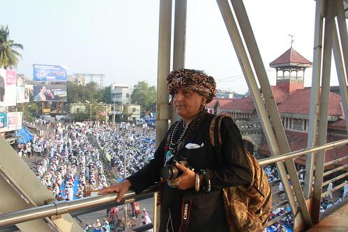 streetphotography mumbai photographerno1 firozeshakir bandrablogs bandrastationroad beggarpoet abouteidaladha bakraeid2014 eidaladha2014
