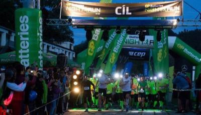 Night Run: Olomoucké parky rozsvítilo sedm stovek čelovek, desítku vyhrál Kovář
